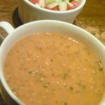 トルコ ロカンタ ケレベッキ - ランチメニューには「スープ」、「サラダ」が付いています。