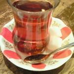 トルコ ロカンタ ケレベッキ - 食後の「チャイ」。