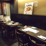 ひな鶏唐揚 新次郎 - 各種ご宴会にピッタリのテーブル席!ワイワイ賑やかに楽しめます!
