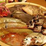 飲み喰い処大丸 - 新鮮な魚を使用しております。その日に揚がった魚は口をぱくぱく動かしている……なんてことも。