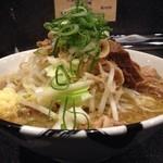 麺屋とがし 龍冴 - 2013/11/28「煮干しの豚そば」850円斜めから