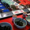 安藤醸造元 - 内観写真:味噌・醤油・漬物の試食品がずらり並んでいるので秋田の味わいを吟味できる