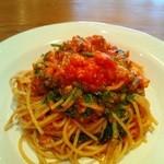 CALLEJERO - 海老とルッコラのトマトソースパスタ