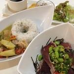 フトゥロ カフェ - グリーンカレーと鰹のタタキネバネバ丼
