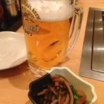 お好み焼 鉄板焼 つる次郎 - 生ビール、お通し