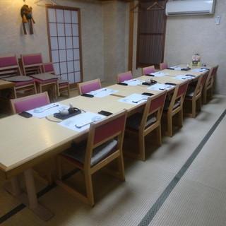 ご宴会では畳の香りと温かい雰囲気の御座敷のお部屋で。