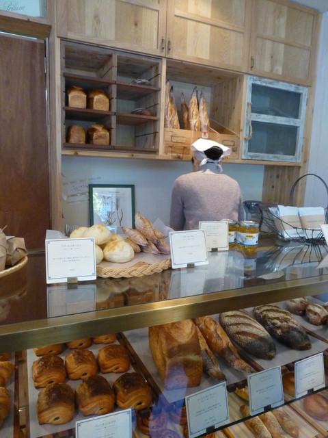 ナカガワ小麦店 - スッキリ綺麗な、店内。オープンして2年たつそうです!!