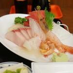 魚さだ - 料理写真:刺身盛り合わせ定食1000円