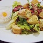 22785789 - ベーコンと半熟卵のサラダブレッド ランチセット1029円 (''b
