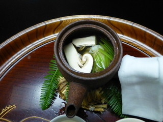 京懐石 吉泉 - 松茸の土瓶蒸し。ハモ入り!