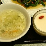 22786218 - 川府 神保町店 定食に付く溶き卵スープと杏仁豆腐