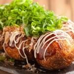 """京都たこ壱 - 料理写真:""""フワっトロっ""""を実現した大振りのたこ焼き。味付けは7種類。"""