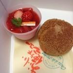 ケーキハウスマリモ - 料理写真:苺プリン、シュークリーム
