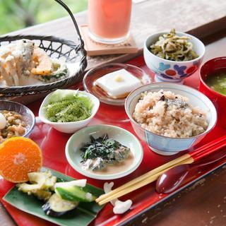 沖縄産の野菜を中心にご提供