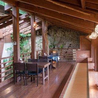 山の中の隠れ家的カフェ