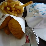 オリエントバーガー - オリエントセットです。セットになるとポテトとチキンナゲットが付いてます。このチキンが美味しい!!