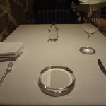 ル・マノアール・ダスティン - テーブルセッティング