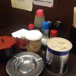 はかた屋たい - テーブルセットは、ゴマや紅ショウガ、辛子高菜などがございます!(第一回投稿分⑤)