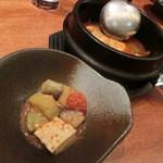 わらいや - たっぷり野菜のチーズチゲ。チゲスープが美味しくチーズと合います。季節のお野菜も色々♪