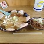 共栄ラーメン - チャーシューメン¥850+大盛り¥100&もつ煮¥400