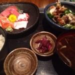 貝、磯料理 海然 - 刺身と若鶏唐揚げ定食 ¥780