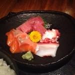 貝、磯料理 海然 - 刺身と若鶏唐揚げ定食 ¥780 の刺身