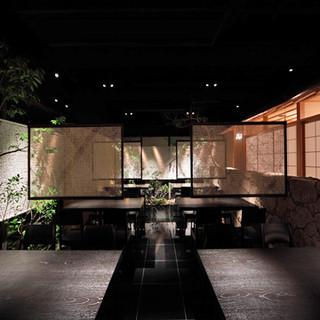 平日(火~金)のお昼の営業時間、テーブル席(禁煙)限定 贅沢懐石料理が3000円
