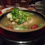 本場ソウルの味 味家 - サムゲタン。むっちゃ美味しい。