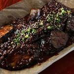 手羽唐屋 旦八 - 人気No.2!【茄子みそ朴葉焼き】だんぱち伝承の濃厚味噌タレと茄子を合わせました。