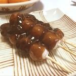 杉谷餅店 - 杉谷餅屋のあやめ団子。沖縄産の黒蜜が濃厚でした(^^)。