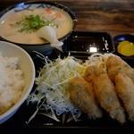 たまや食堂 - 牡蠣フライ、粕汁、ごはん(中)