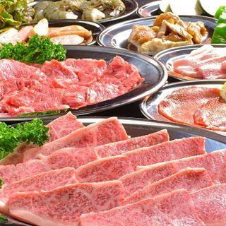 極上黒毛和牛が【食べ放題2700円~】サイフに優しい肉酒場!