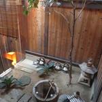 門前茶屋おもろ庵 - 裏には小さな庭が・・・