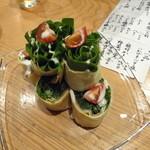 22814166 - ホウレン草と生ハムの卵巻サラダ