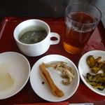 桃杏樓 - 漬物5種、蟹スープ、ウーロン茶