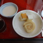 桃杏樓 - 杏仁豆腐、プチケーキ