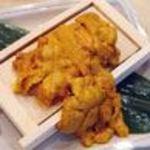 浜焼酒場 魚○ - 豪快!箱盛りウニイクラ