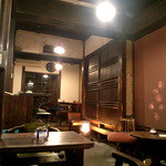 うてな喫茶店 - 抑えた照明 土壁(2013.11)