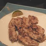 ちえ蔵 - 【鶏の塩焼き】 塩こしょうを付けて頂く鳥の塩焼き。サブメニューにもこだわっています。