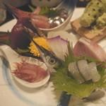 ちえ蔵 - 【お造り盛合わせ】 かつお、さよりなど脂ののった魚は絶品です。素材にこだわり抜いたからこそ可能な味!