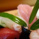 おけさ寿司 - 特上握りの赤身、平目、中トロ!
