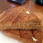 山越カフェ - 黒糖パンです。