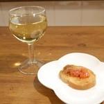 Man-Sak - 料理写真:グラスワイン(白)とamuse
