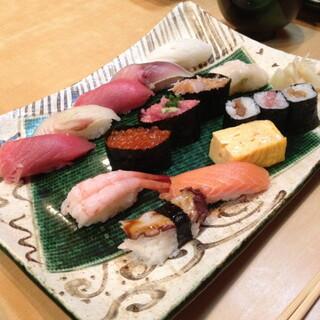 阿部 広尾本店 - 2013年11月24日の大盛りランチ(1,400円)まぐろが上質でした。
