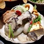 22821963 - 牡蠣の土鍋