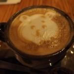ニコ スペーツェ - カフェラテは,アートがいろいろ。 クマ,アンパンマン,ゾウなど。