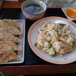 新新餃子 - 餃子+炒飯セット 700円(今回は600円でした)