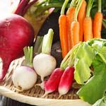 鉄板DINING Shu - 契約農家から毎日届く新鮮野菜