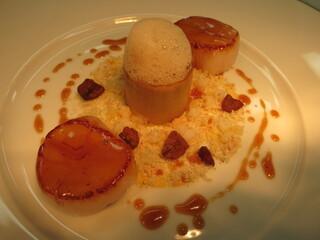 ロオジエ - 新鮮な帆立貝のポアレ カルダモン香るオレンジのシュック セップ茸のロワイヤル 秋の味覚と共に