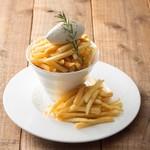 トバゴ カフェアンドバー - ヤミツキになる味と評判!オトナの味のフライドポテト